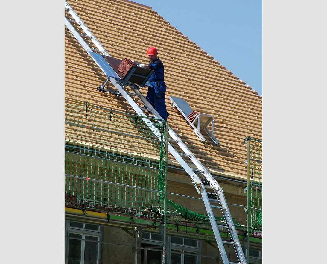 Inclined Hoist – for Roofers, Construction Workers | GEDA